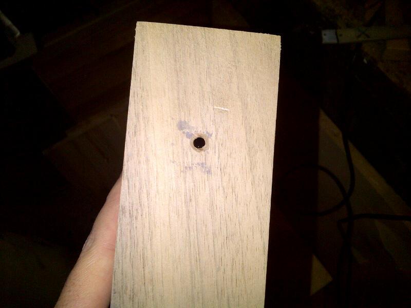 5mm Loch für die Zugleitung der e27 Fassung
