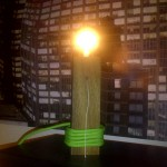 Nussbaumholz Lampe mit Leuchtmittel